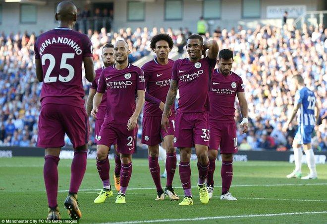 Man xanh thắng cách biệt, Pep Guardiola vẫn tối sầm mặt - Ảnh 4.