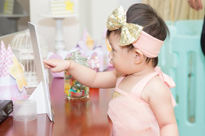Chồng đại gia vắng mặt, Diễm Trang tự tay tổ chức sinh nhật cho con gái - Ảnh 2.