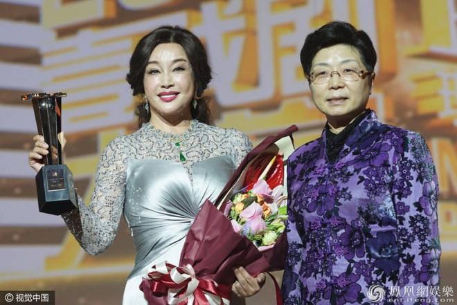 Từ ngôi sao hàng đầu, Lưu Hiểu Khánh phải sống 422 ngày cùng cực, sống không bằng chết trong tù - Ảnh 6.