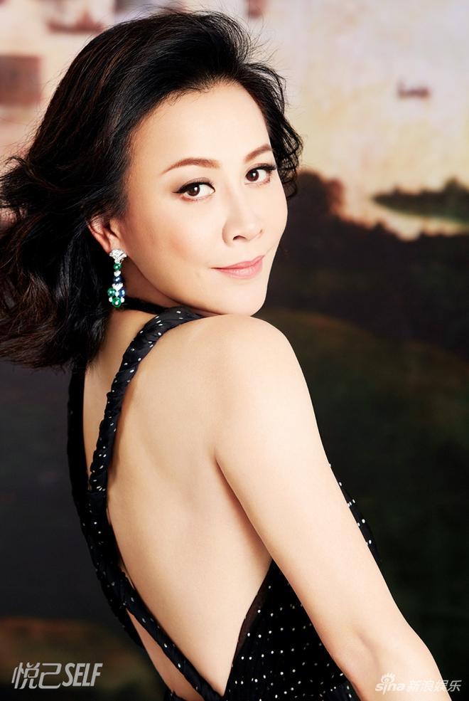 Vợ của Lương Triều Vỹ gây ngỡ ngàng vì nhan sắc gợi cảm dù đã 52 tuổi   - Ảnh 34.