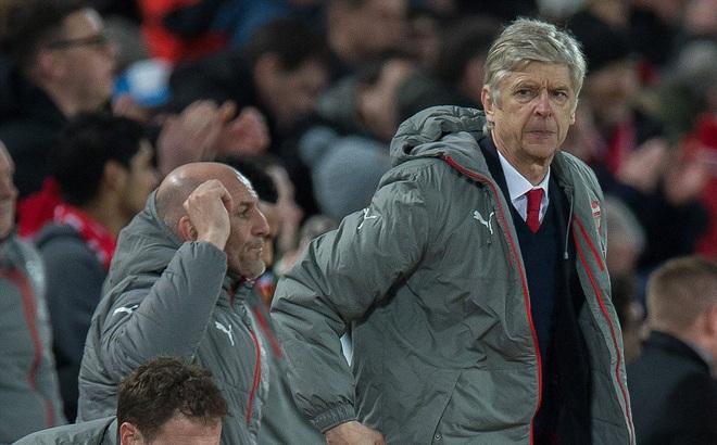 Trên Anfield, Wenger thua cháy túi trong canh bạc của mình