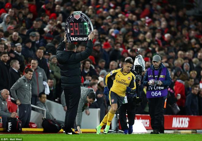 Trên Anfield, Wenger thua cháy túi trong canh bạc của mình - Ảnh 2.