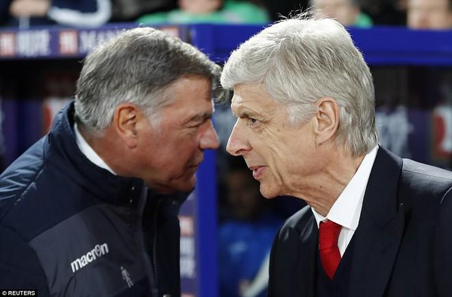 Tiết lộ bí mật đầy ấm ức của Wenger; xuất hiện kẻ muốn tiêu diệt cả Premier League - Ảnh 2.