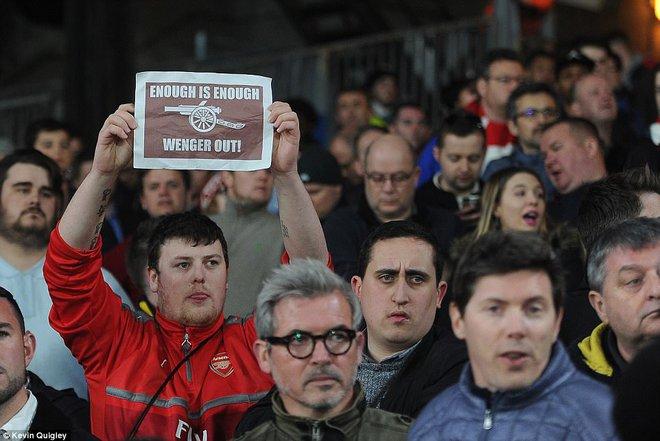 Tiết lộ bí mật đầy ấm ức của Wenger; xuất hiện kẻ muốn tiêu diệt cả Premier League - Ảnh 4.