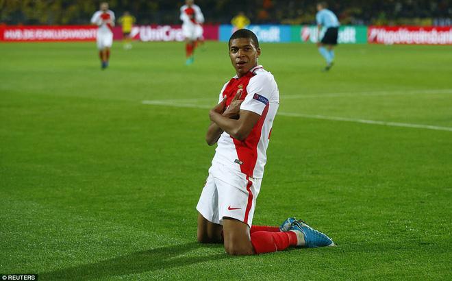 """Ghi bàn thắng """"hiểm"""" giống hệt cầu thủ HAGL, sao U20 Pháp giúp Monaco đánh bại Dortmund"""