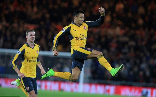 """Nhọc nhằn vượt ải khó, Arsenal lại """"phả hơi nóng"""" vào Man United"""