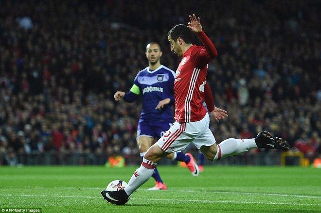 Đặt niềm tin vào Ibrahimovic, Mourinho khiến Old Trafford trải qua đủ 90 phút hãi hùng - Ảnh 5.