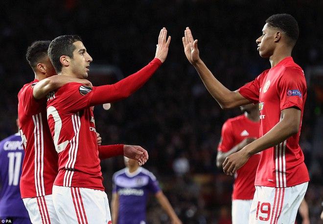 Đặt niềm tin vào Ibrahimovic, Mourinho khiến Old Trafford trải qua đủ 90 phút hãi hùng - Ảnh 6.