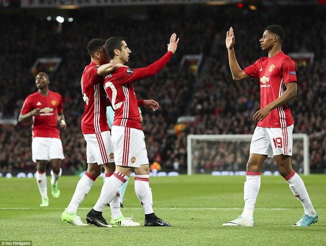 Đặt niềm tin vào Ibrahimovic, Mourinho khiến Old Trafford trải qua đủ 90 phút hãi hùng - Ảnh 7.