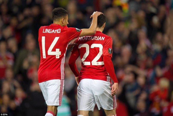 Đặt niềm tin vào Ibrahimovic, Mourinho khiến Old Trafford trải qua đủ 90 phút hãi hùng - Ảnh 8.