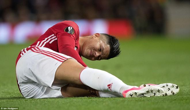 Đặt niềm tin vào Ibrahimovic, Mourinho khiến Old Trafford trải qua đủ 90 phút hãi hùng - Ảnh 9.