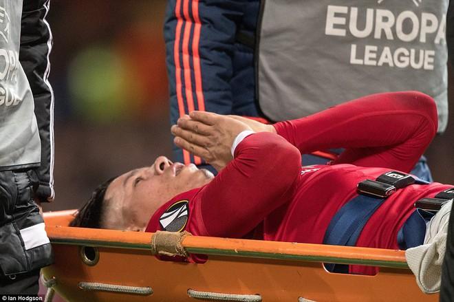 Đặt niềm tin vào Ibrahimovic, Mourinho khiến Old Trafford trải qua đủ 90 phút hãi hùng - Ảnh 10.