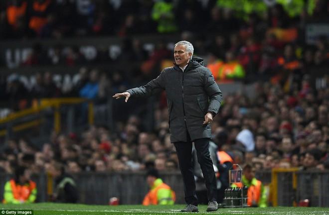 Đặt niềm tin vào Ibrahimovic, Mourinho khiến Old Trafford trải qua đủ 90 phút hãi hùng - Ảnh 11.