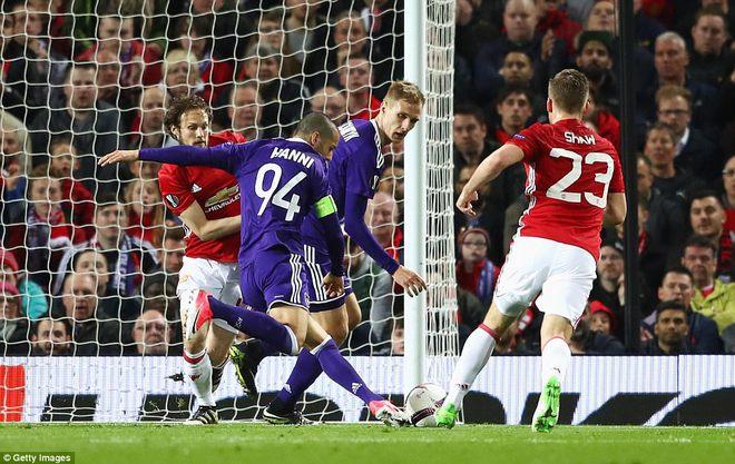 Đặt niềm tin vào Ibrahimovic, Mourinho khiến Old Trafford trải qua đủ 90 phút hãi hùng - Ảnh 16.
