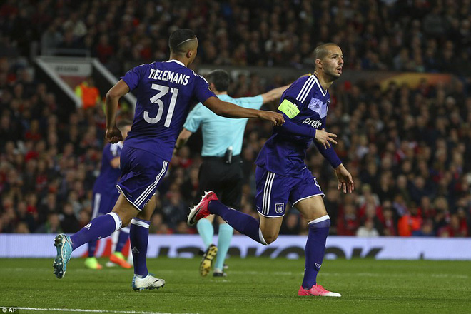 Đặt niềm tin vào Ibrahimovic, Mourinho khiến Old Trafford trải qua đủ 90 phút hãi hùng - Ảnh 17.