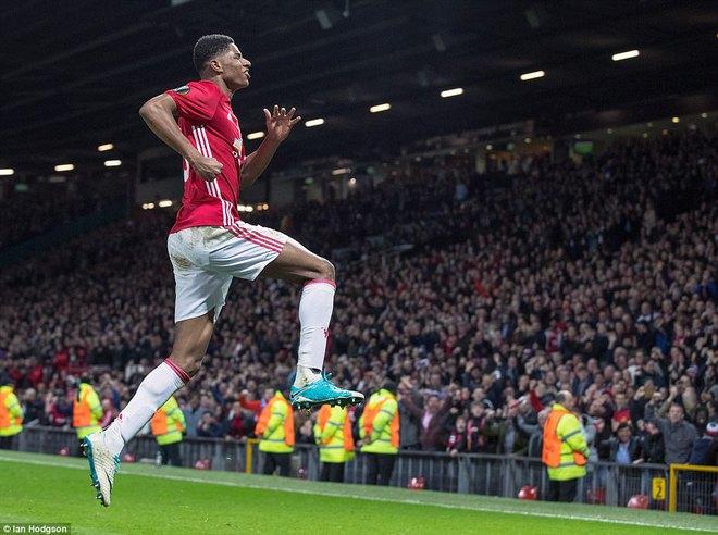 Đặt niềm tin vào Ibrahimovic, Mourinho khiến Old Trafford trải qua đủ 90 phút hãi hùng - Ảnh 21.