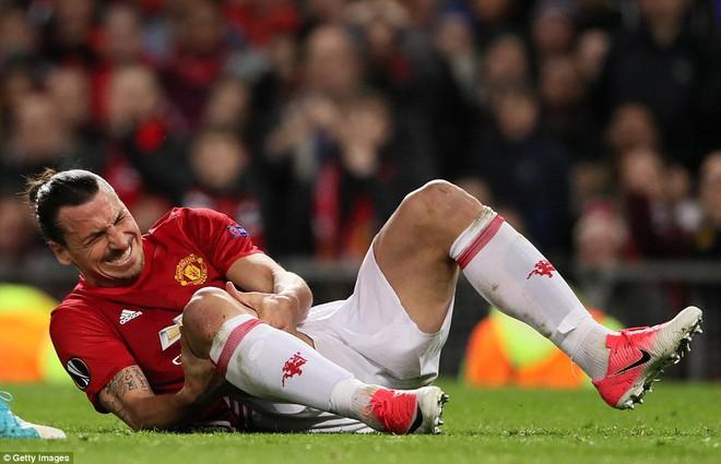 Đặt niềm tin vào Ibrahimovic, Mourinho khiến Old Trafford trải qua đủ 90 phút hãi hùng - Ảnh 24.