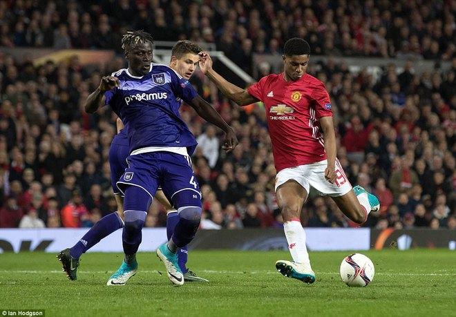 Man United thắng nhọc: Tuyệt vời Ibrahimovic, như một trò hề! - Ảnh 3.