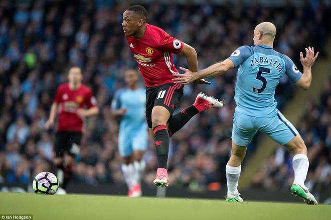 """""""Sống sót"""" sau derby Manchester, Quỷ đỏ thở phào nhẹ nhõm - Ảnh 3"""