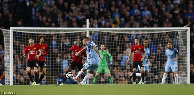 """""""Sống sót"""" sau derby Manchester, Quỷ đỏ thở phào nhẹ nhõm - Ảnh 7"""