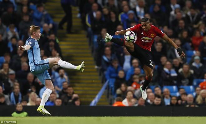 """""""Sống sót"""" sau derby Manchester, Quỷ đỏ thở phào nhẹ nhõm - Ảnh 9"""