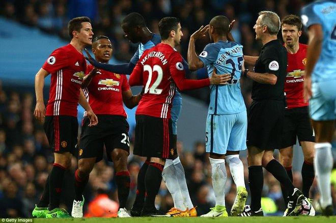 """""""Sống sót"""" sau derby Manchester, Quỷ đỏ thở phào nhẹ nhõm - Ảnh 11"""