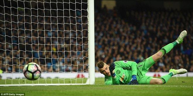 """""""Sống sót"""" sau derby Manchester, Quỷ đỏ thở phào nhẹ nhõm - Ảnh 13"""