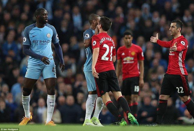 """""""Sống sót"""" sau derby Manchester, Quỷ đỏ thở phào nhẹ nhõm - Ảnh 17"""