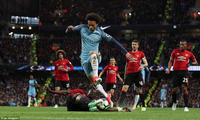 """""""Sống sót"""" sau derby Manchester, Quỷ đỏ thở phào nhẹ nhõm - Ảnh 18"""