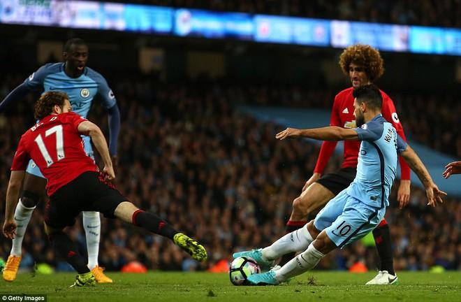 """""""Sống sót"""" sau derby Manchester, Quỷ đỏ thở phào nhẹ nhõm - Ảnh 20"""