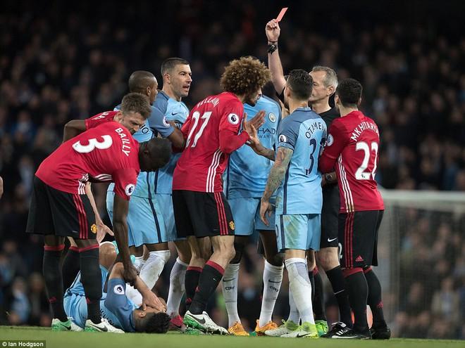"""""""Sống sót"""" sau derby Manchester, Quỷ đỏ thở phào nhẹ nhõm - Ảnh 25"""