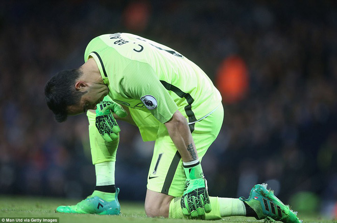 """""""Sống sót"""" sau derby Manchester, Quỷ đỏ thở phào nhẹ nhõm - Ảnh 27"""