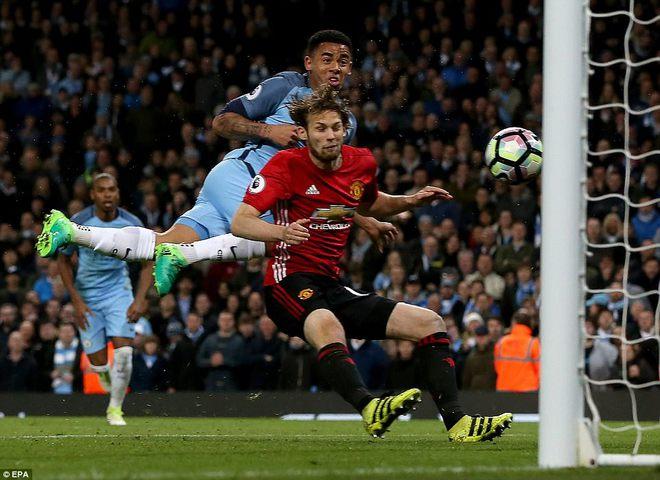"""""""Sống sót"""" sau derby Manchester, Quỷ đỏ thở phào nhẹ nhõm - Ảnh 33"""