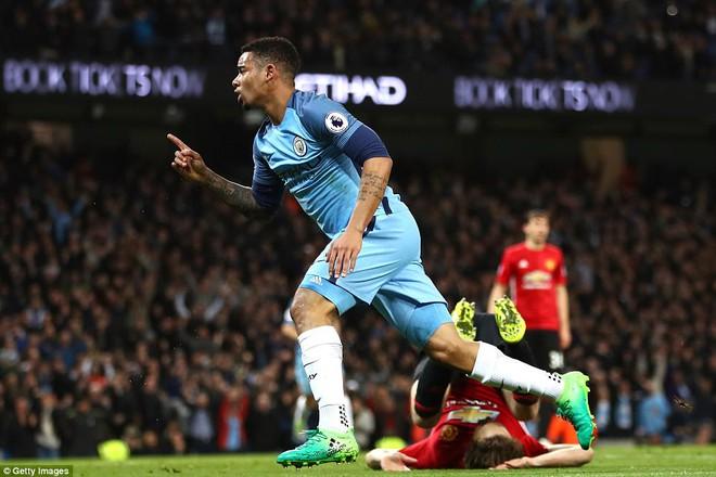 """""""Sống sót"""" sau derby Manchester, Quỷ đỏ thở phào nhẹ nhõm - Ảnh 34"""