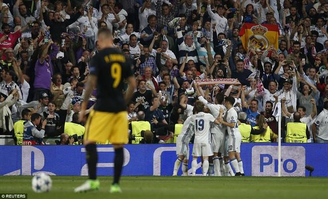 Không cần đá lượt về nữa, bởi Ronaldo đã đặt chỗ cho Real Madrid ở chung kết - Ảnh 24