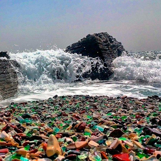 Hàng triệu mảnh thủy tinh bị vứt xuống biển, 10 năm sau điều không ai ngờ đến đã xảy ra - Ảnh 3.