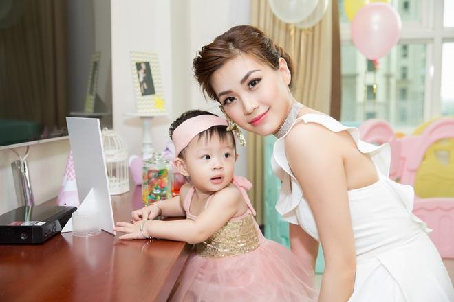 Chồng đại gia vắng mặt, Diễm Trang tự tay tổ chức sinh nhật cho con gái - Ảnh 6.