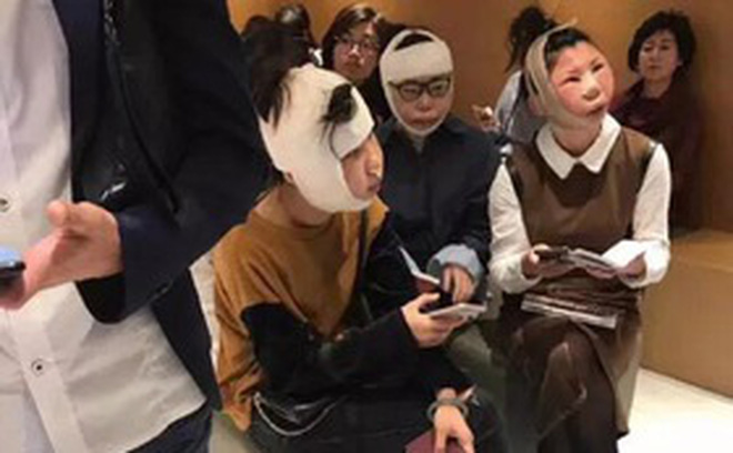 """Sự thật về bức ảnh 3 cô gái sang Hàn """"đập mặt xây lại"""" bị chặn ở sân bay vì dung nhan khác xa ảnh hộ chiếu"""