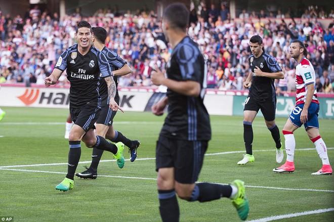 Mặc MSN đồng loạt lập công, Ronaldo vẫn rung đùi cười sướng - Ảnh 15.