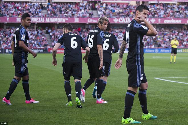 Mặc MSN đồng loạt lập công, Ronaldo vẫn rung đùi cười sướng - Ảnh 16.
