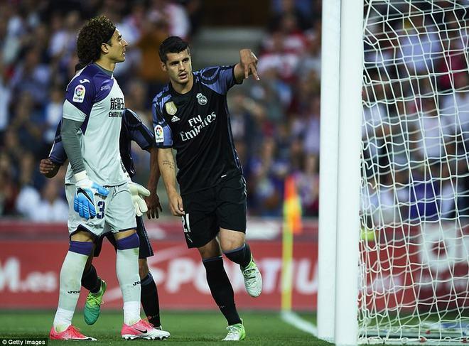 Mặc MSN đồng loạt lập công, Ronaldo vẫn rung đùi cười sướng - Ảnh 21.