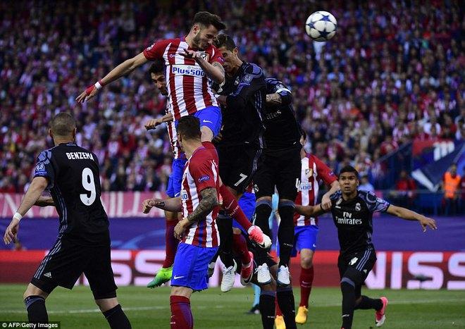 Vicente Calderon gầm vang trong ngày Real Madrid toát mồ hôi lạnh - Ảnh 8