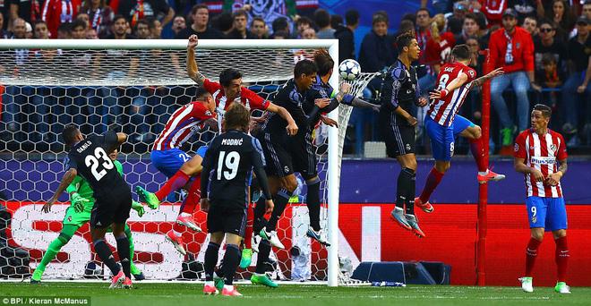 Vicente Calderon gầm vang trong ngày Real Madrid toát mồ hôi lạnh - Ảnh 14