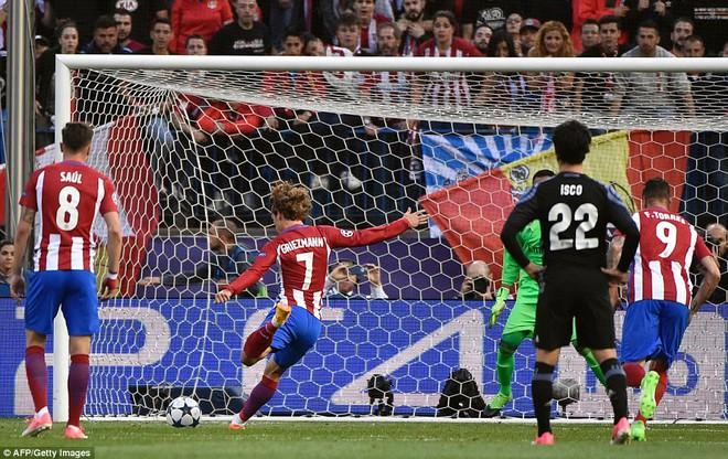 Vicente Calderon gầm vang trong ngày Real Madrid toát mồ hôi lạnh - Ảnh 16