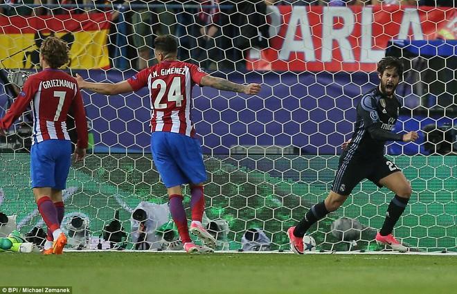 Vicente Calderon gầm vang trong ngày Real Madrid toát mồ hôi lạnh - Ảnh 19