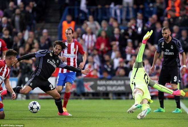 Vicente Calderon gầm vang trong ngày Real Madrid toát mồ hôi lạnh - Ảnh 20