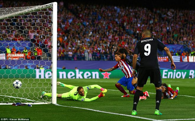 Vicente Calderon gầm vang trong ngày Real Madrid toát mồ hôi lạnh - Ảnh 22