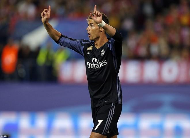 Vicente Calderon gầm vang trong ngày Real Madrid toát mồ hôi lạnh - Ảnh 28