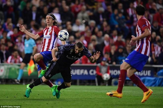 Vicente Calderon gầm vang trong ngày Real Madrid toát mồ hôi lạnh - Ảnh 29