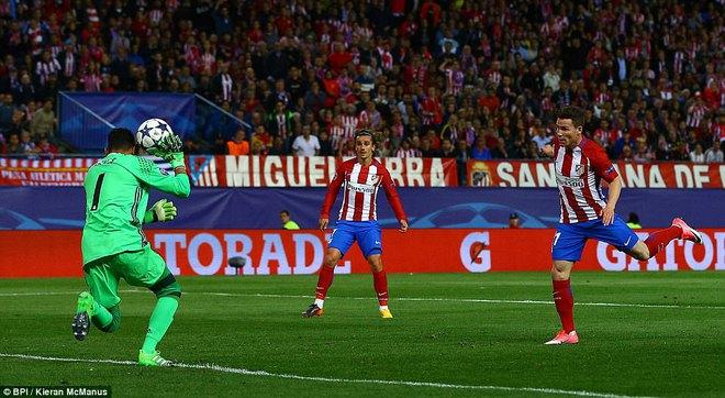 Vicente Calderon gầm vang trong ngày Real Madrid toát mồ hôi lạnh - Ảnh 30